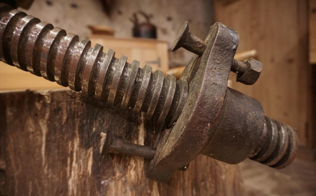Large steel vice thread