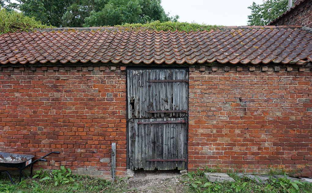 Stable workshop in ned of a new door