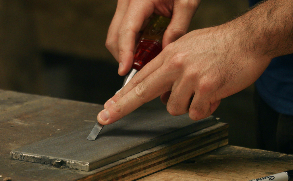 sharpening narrow chisels - the primary bevel