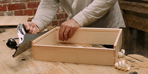 dovetailing a drawer by hand